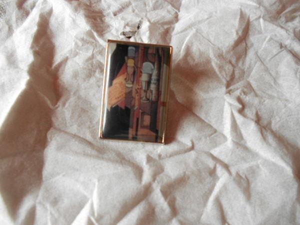 pin's NIVEA CREME une oeuvre deJUAN GRIS 12 Montauban (82)