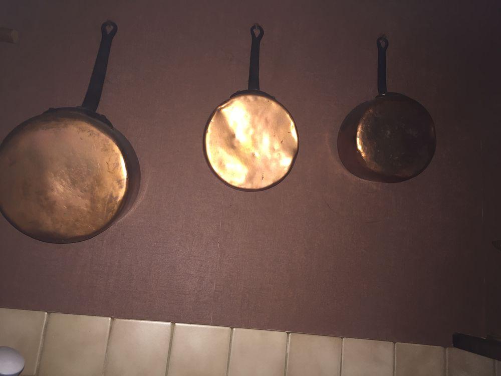 Nombreux meubles, batteries de cuisine tout en cuivre,  0 Courtenay (45)