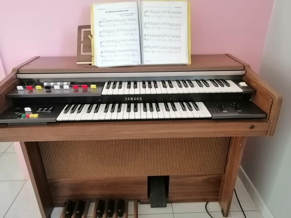 ,,,, orgue très bon état marché beau song. 300 Ponts-et-Marais (76)