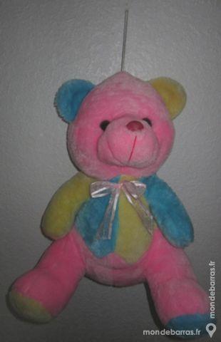 ours peluche rose , jaune et bleu assis 39 cm Jeux / jouets