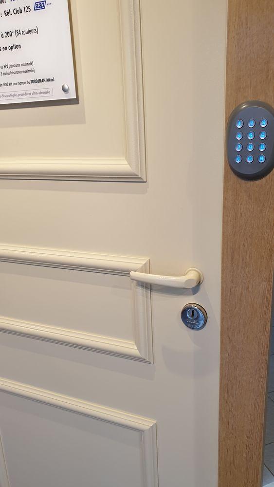 Ouverture de porte claqué fermé lowcost  Réparation porte  0 Thiers-sur-Thève (60)