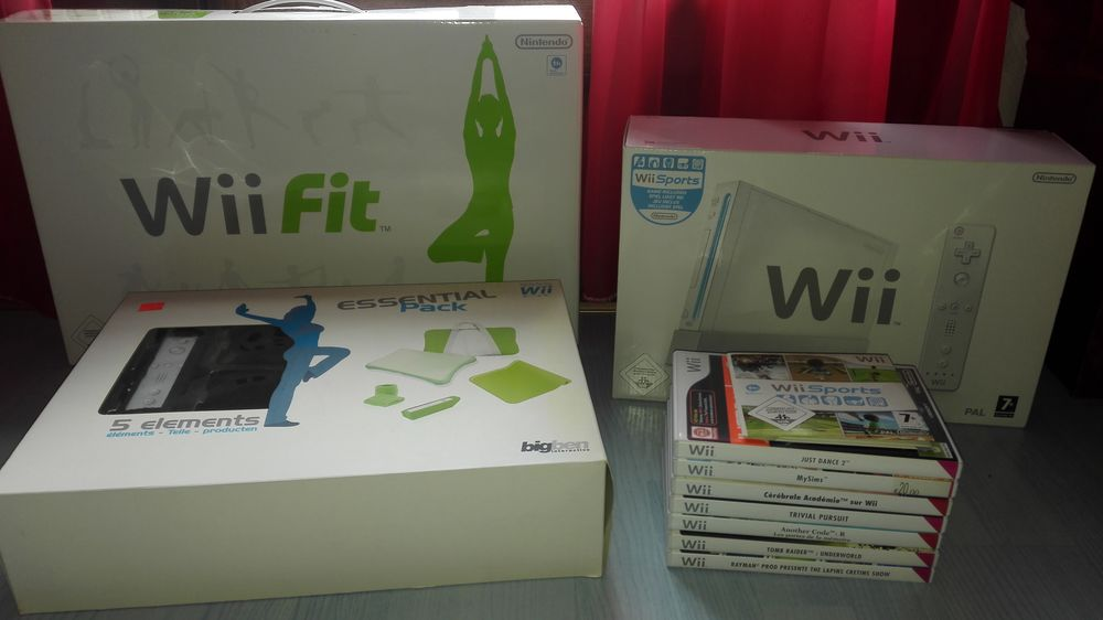 Pack Wii Blanche + Wii Sports + Wii FIT (et balance) + Jeux 250 Yerres (91)
