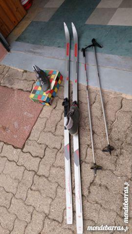 Paire de ski + bâtons rossignol, + chaussures Sports