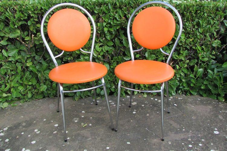 Paire de chaises vintages oranges 180 Paris 15 (75)