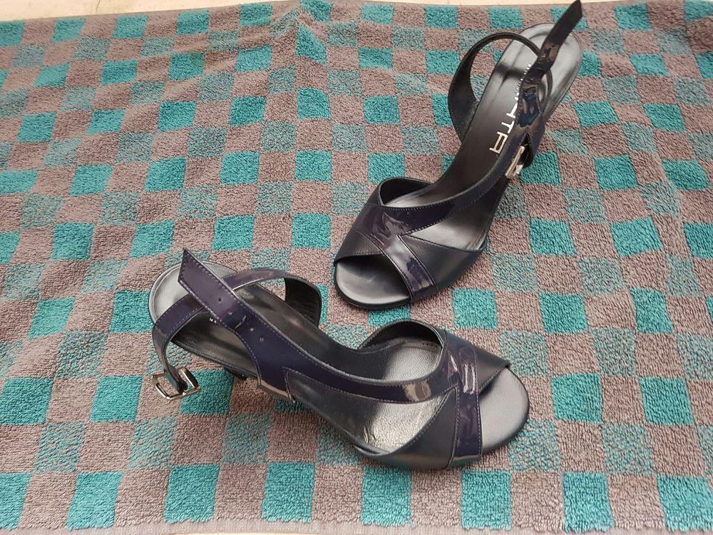 paire de chaussure dames Chaussures