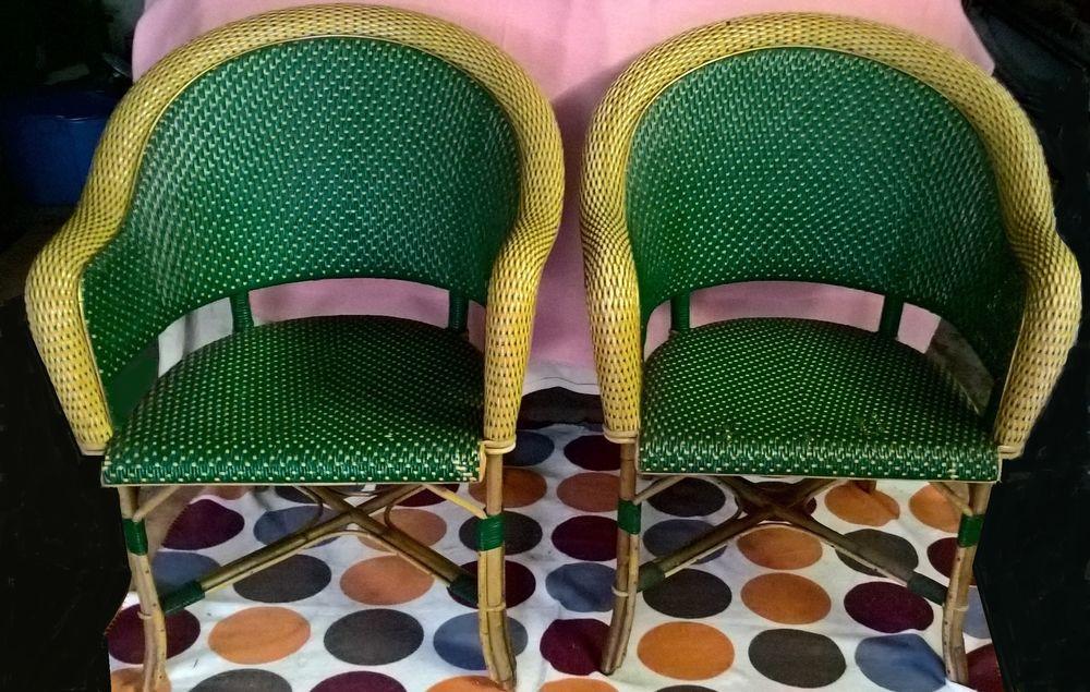 Paire de fauteuils en rotin. Meubles