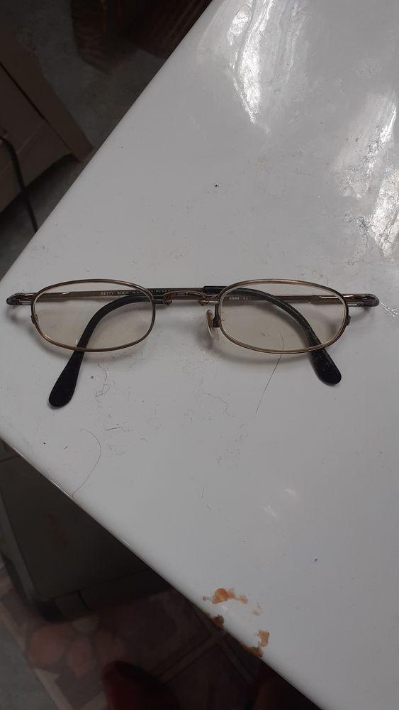 1 paire de lunettes assez petites 25 Rivesaltes (66)
