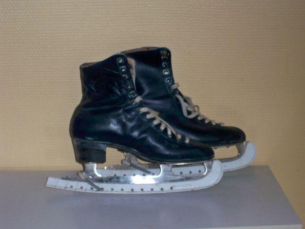 Paire de patins à glace (de figure), pointure 40.  0 Noailhac (81)