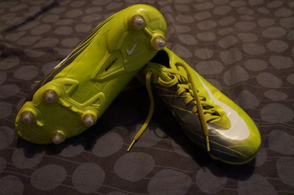 PAIRES DE CHAUSSURES DE FOOT AU CHOIX Sports