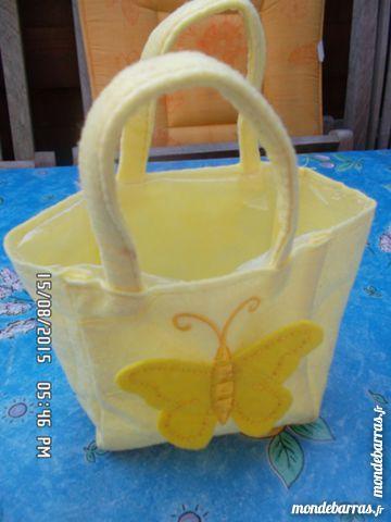 panier jaune clair en feutrine 1 Chambly (60)