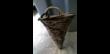 panier en osier en forme de cône