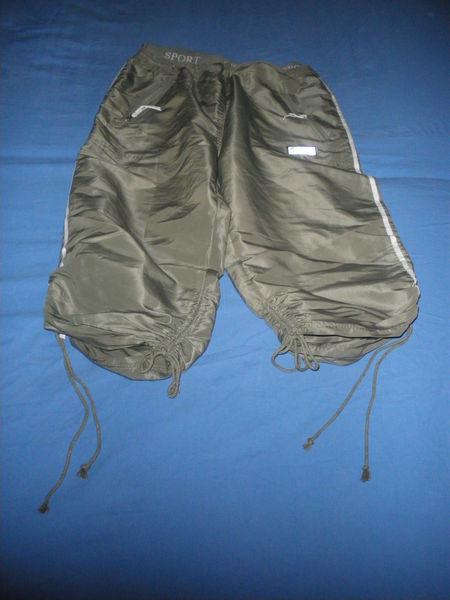 Pantacourt polyester 100% vert kaki Vêtements