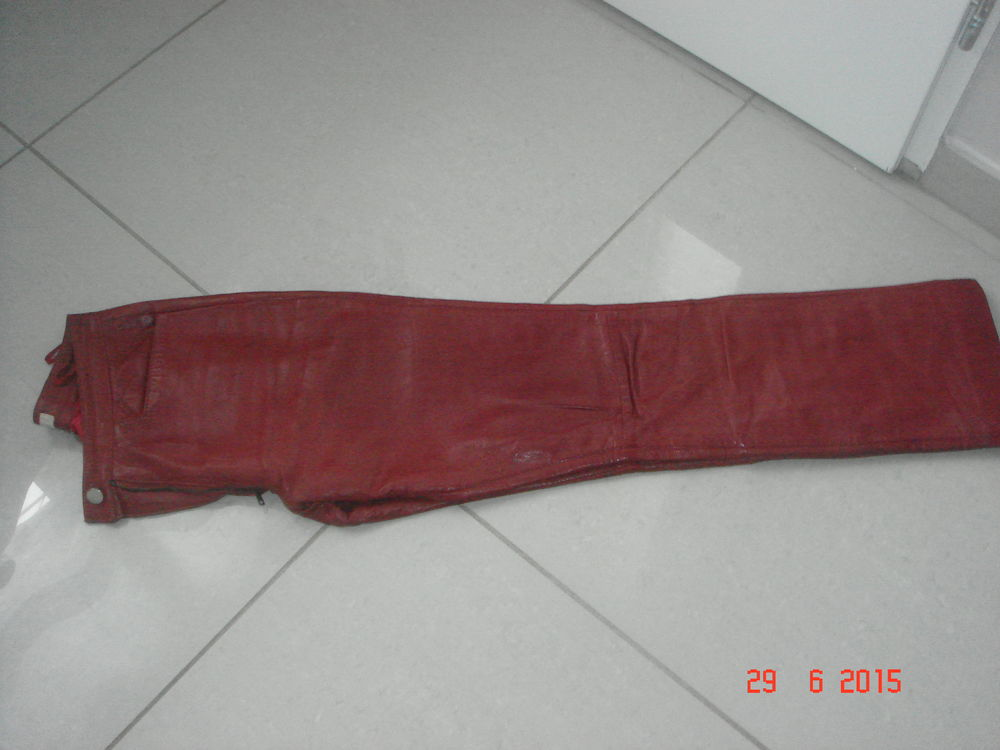 pantalon en cuir  35 Sainte-Sigolène (43)