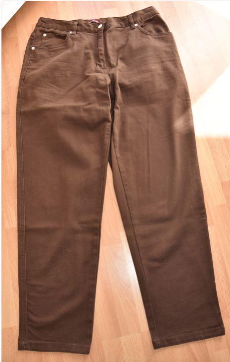 Pantalon droit toile marron. 44. Très bon état.  9 Gujan-Mestras (33)