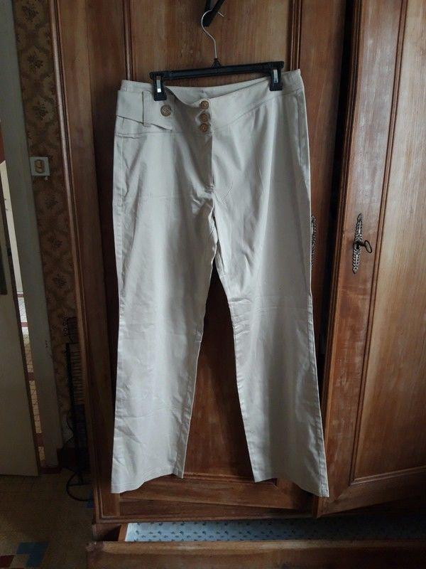 Pantalon femme beige 10 Le Clion Sur Mer (44)