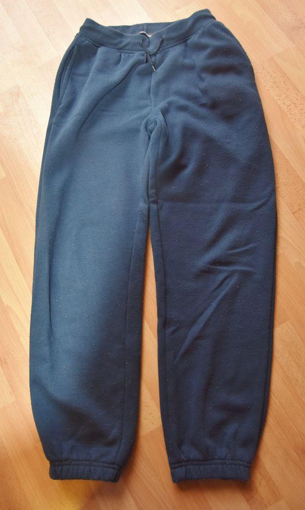 10 ans. Pantalon de jogging doublé. Très bon état.  3 Gujan-Mestras (33)