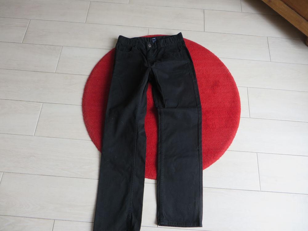 Pantalon - noir 10 ans - Kiabi 0 Châteauneuf-sur-Loire (45)