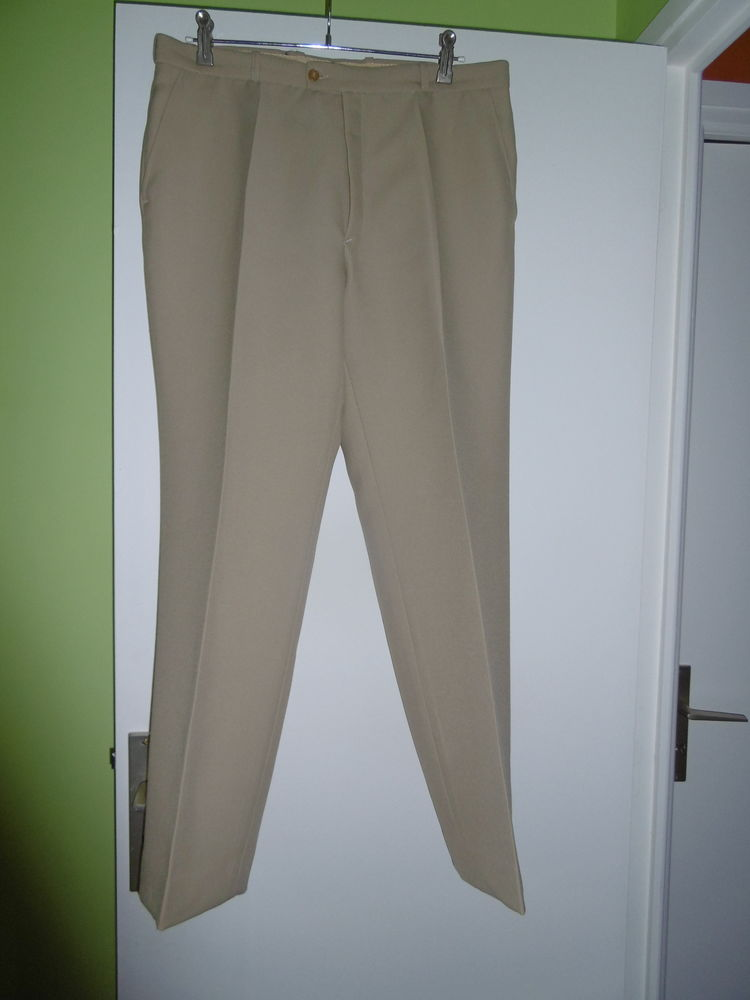 Pantalon T. 46   4 Lorient (56)