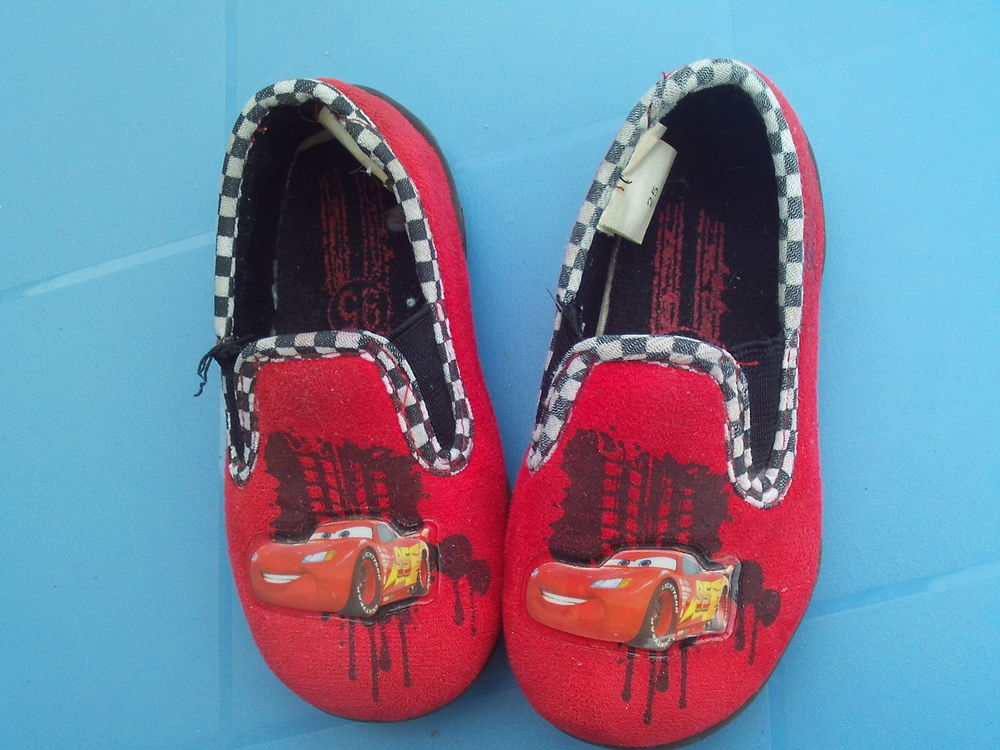 pantoufle cars taille 25  4 Haveluy (59)
