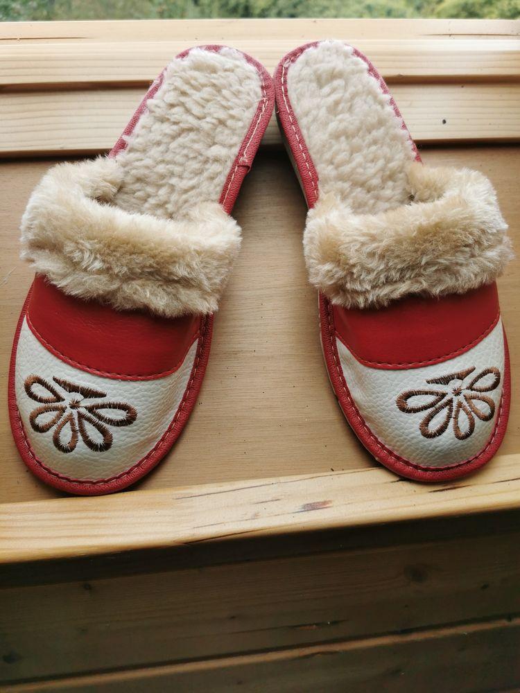 pantoufles chaudes en cuir écologique. jamais portées. taille 40 14 Troisvilles (59)
