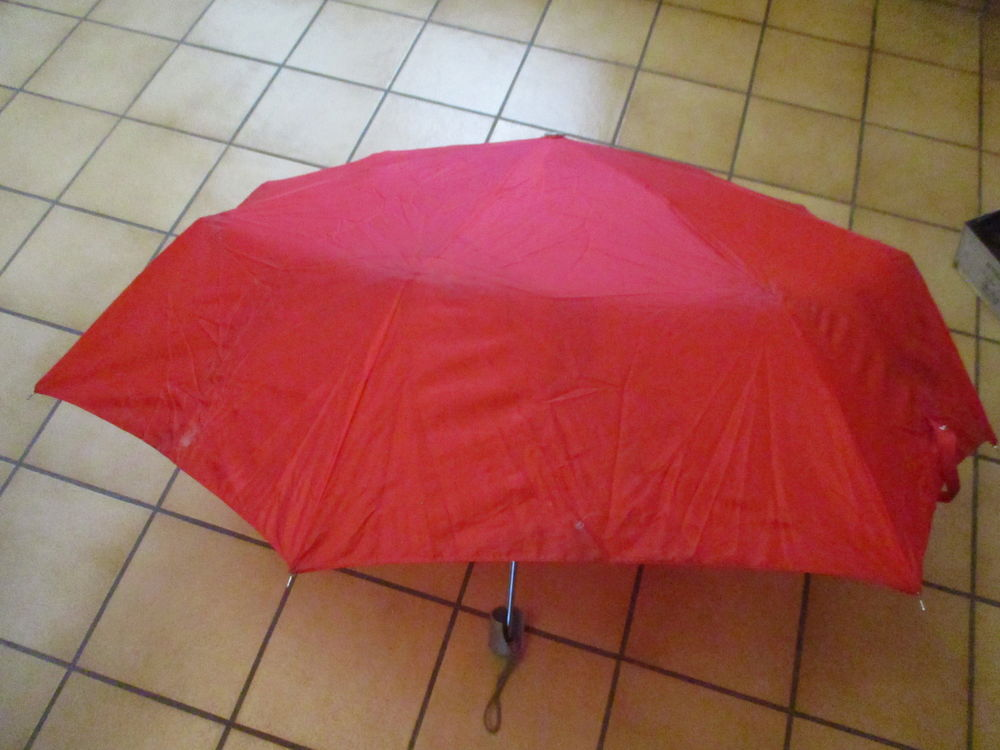 parapluie rouge  0 Mérignies (59)
