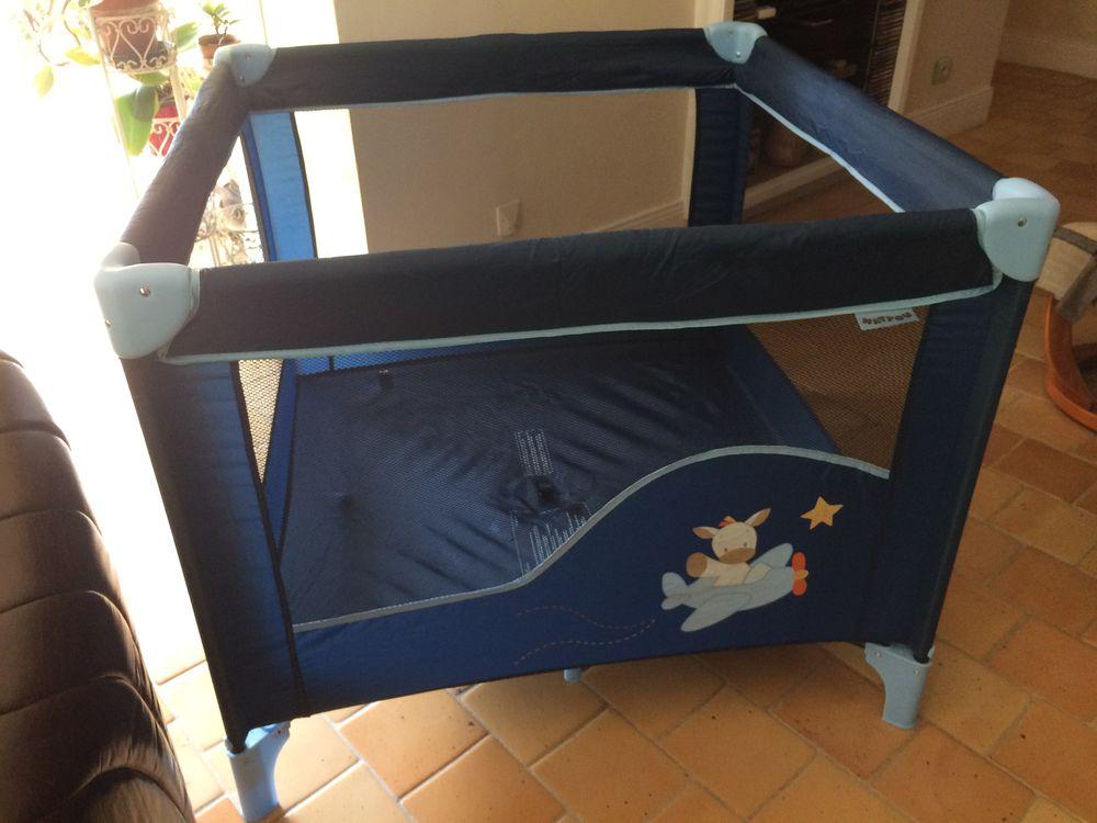 parc lit pliant avec sa housse pour bébé, carré. NEUF.  0 Soyaux (16)