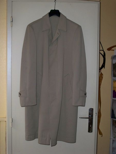 pardessus, couleur gris / beige, encolure 40.  0 Noailhac (81)