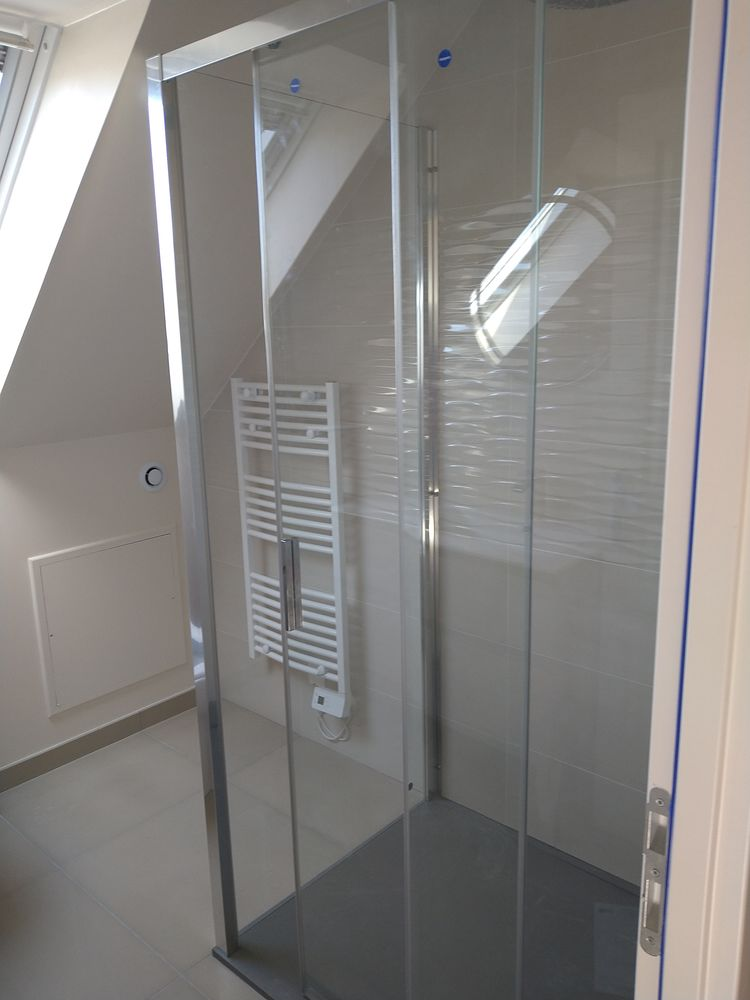 Paroi et porte de douche neuf 450 Cesson (77)
