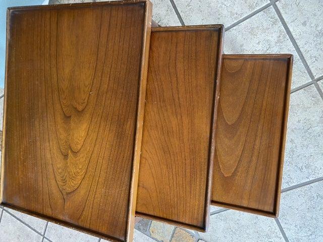 Particulier trois tables basses gigogne vintage 25 Saint-Rémy-de-Provence (13)