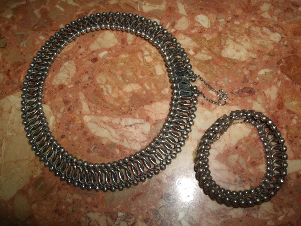 Parure collier et bracelet en argent massif, 9 25. 350 Sablet (84)