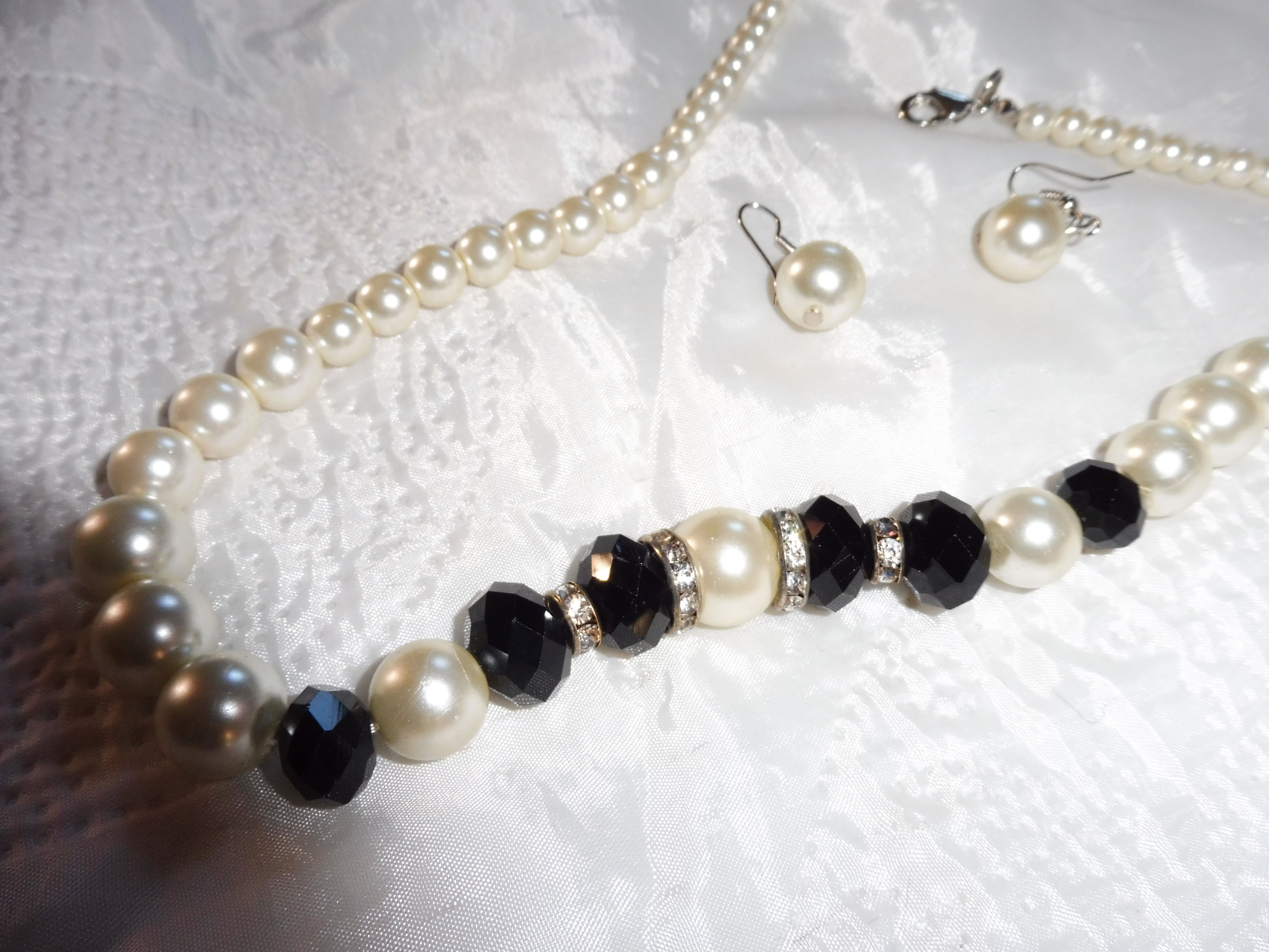 parure de perles noires et blanches, neuve  45 Châtenay-Malabry (92)
