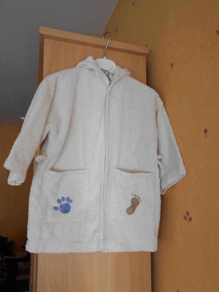 Peignoir blanc cassé enfant taille 74/80 cm 9 Rennes (35)