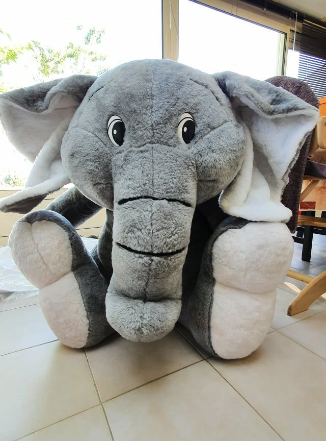 Peluche géante éléphant (environ 100/70cm) 50 Saint-Georges-des-Coteaux (17)