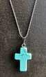Pendentif croix Turquoise naturelle sur chaine à boule acier