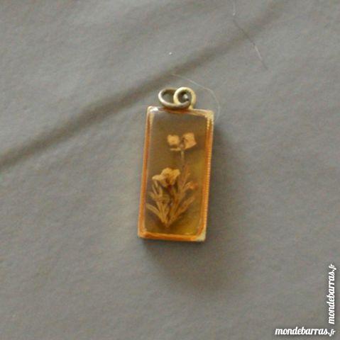 Pendentif doré, vraies fleurs incrustées 2 Cabestany (66)