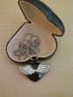 Pendentif c?ur noir ailes d'Ange argentées N°927