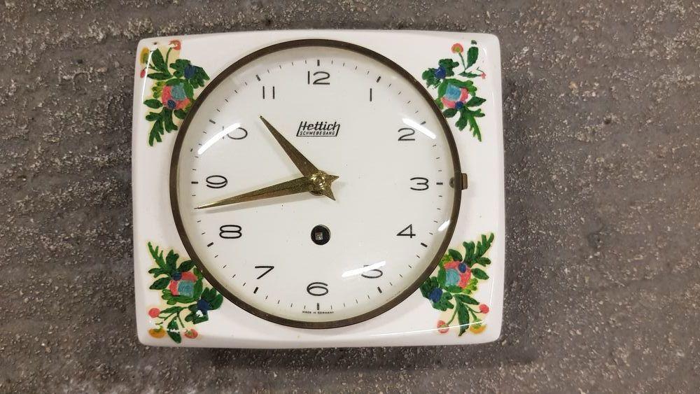 Pendule mécanique en faience Bijoux et montres