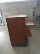 Petit bureau informatique en bois massif marron sur roulette Photos/Video/TV