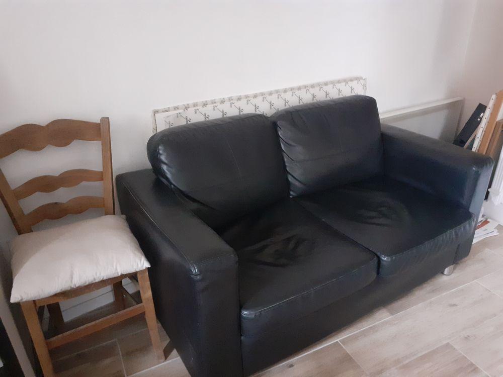 Petit canapé faux cuir 20 Bellefontaine (95)