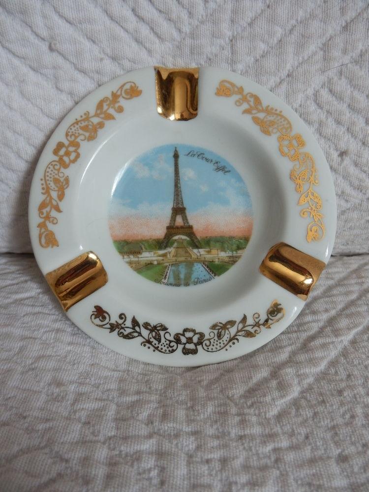 Petit cendrier avec la tour Eiffel