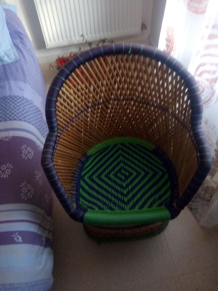 Petit fauteuil multicolore 20 Herbignac (44)