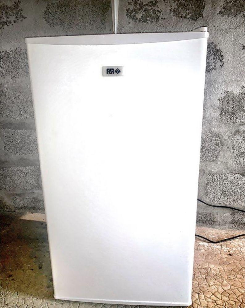 petit frigo blanc FAR très bon état  90 Chambéry (73)