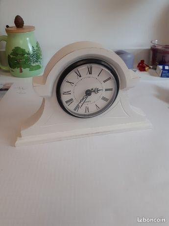 Petit horloge blanche 5 Arpajon (91)