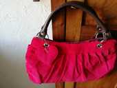 PETIT SAC A MAIN ROUGE 8 Poitiers (86)
