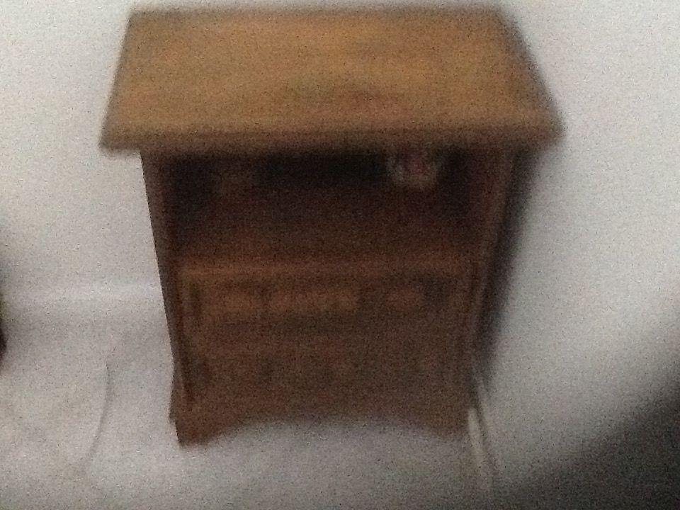 petit meuble ou chevet 40 Saint-Savin (38)