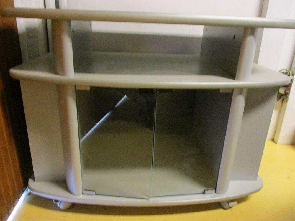petit meuble gris pour TV avec vitre en très bon état 0 Mérignies (59)