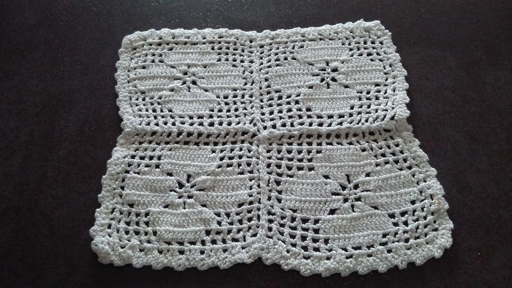 Petit napperon crochet, fait main  (environ 20 x 20 cm) 2 Sourcieux-les-Mines (69)