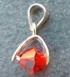 petit pendentif 14mm x 5,5mm en argent 925 avec une perle