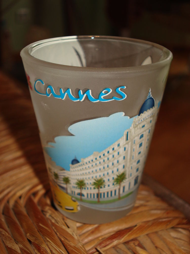 petit verre ou vase  et dessous de plat venant de Cannes 0 Mérignies (59)