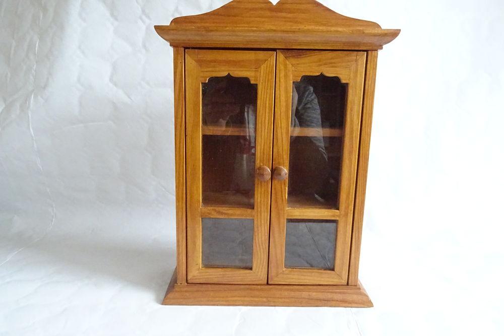 petite armoire décorative . 23 cm x  33 cm x 8.5 cm   18 Sainte-Croix-Hague (50)